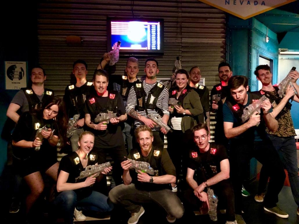 Cooler Media teamfoto lasergamen
